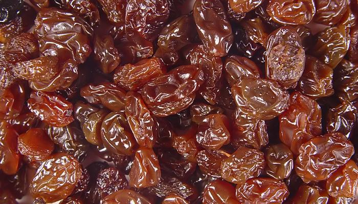 Raisins can kill dogs? Is that true?